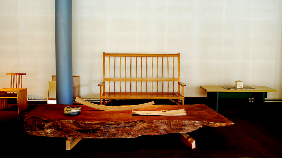 漆デザイン家具と小物
