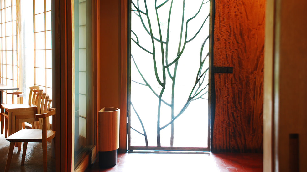urushi-wood-shop-inside--f