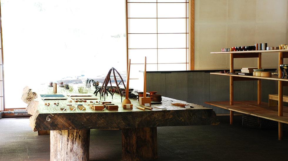 urushi-wood-shop-inside--i