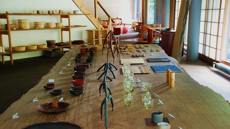 urushi-wood-shop-inside--l