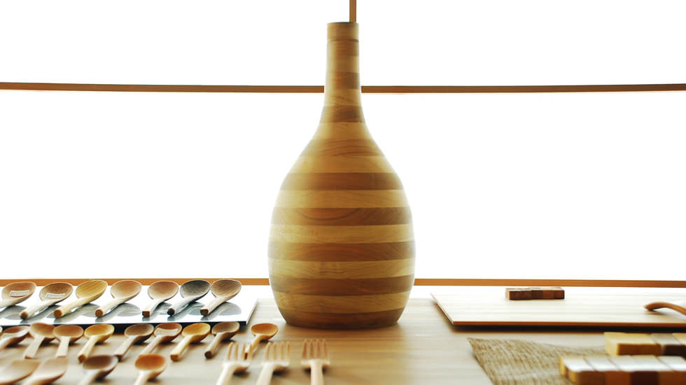 urushi-wood-shop-inside--u